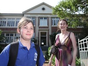 MOVE CONCERNS: Gabriel Ellis with her daughter Jaimie at Wynnum Central School (My sister and neice).  December 10, 2010.  Picture: Liam Kidston Source: http://www.news.com.au/national/asbestos-turmoil-at-brisbane-bayside-schools-throws-amalgamation-plans-into-chaos/story-e6frfkp9-1225968534149